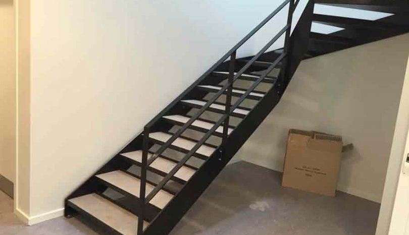 Smukt og holdbart trappedesign med ståltrapper